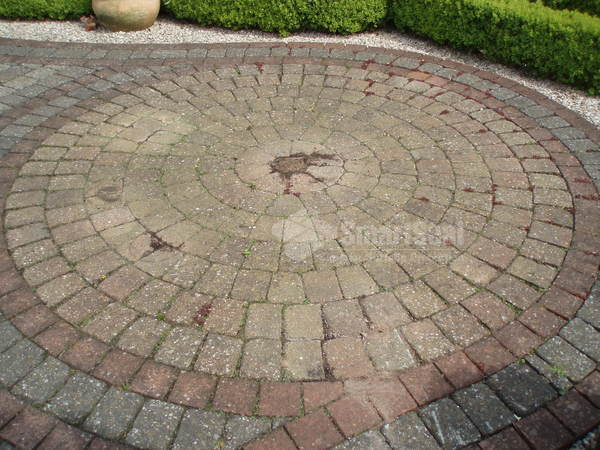 Decorative circle in original condition